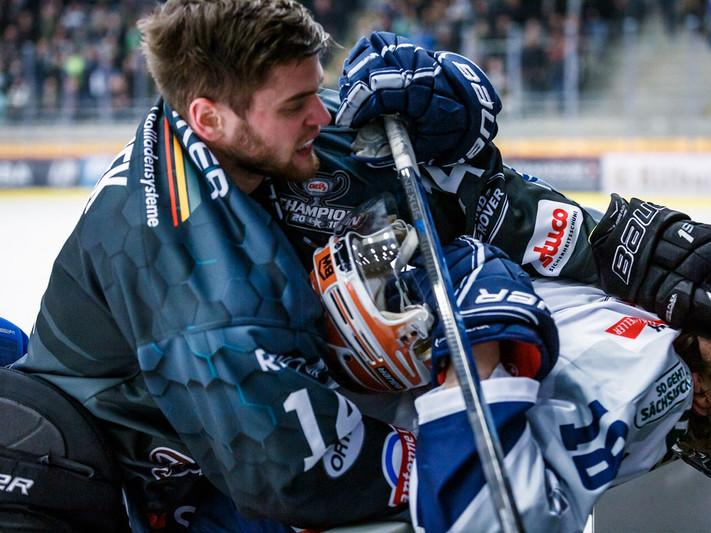 Eishockey in Bietigheim-Bissingen: Steelers vs. Dresdner Eislöwen. Foto: Timo Raiser.