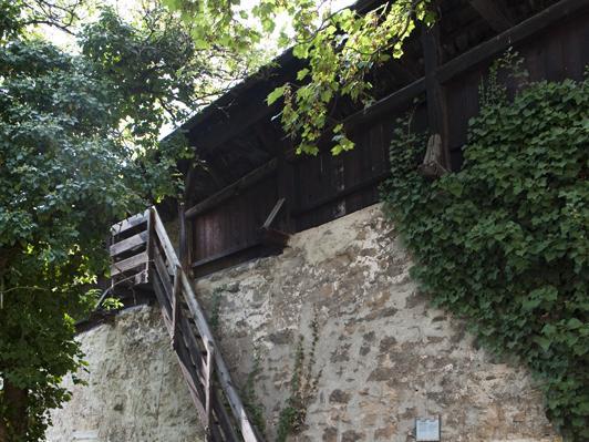 Stadtmauer mit Wehrgang Bild 3