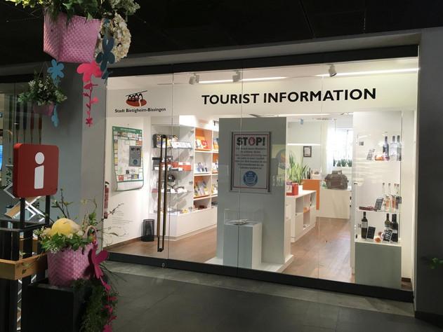 Touristinformation Schaufenster und Eingang