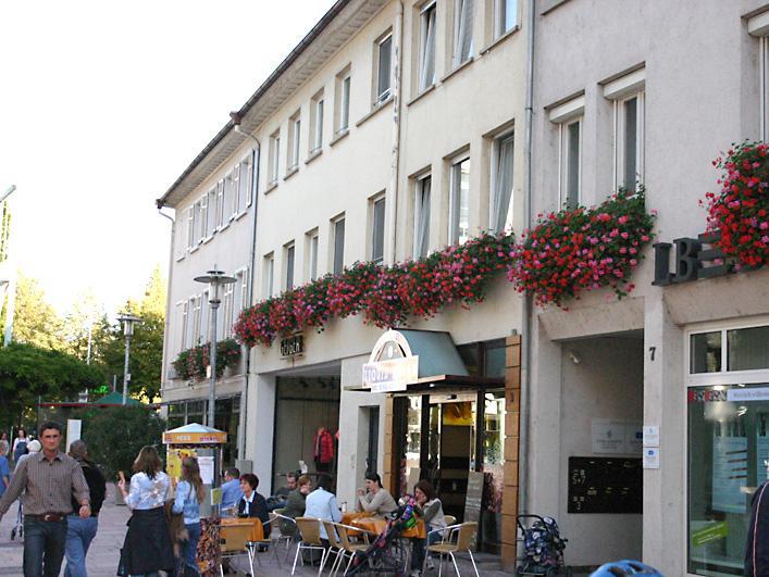 Privater Blumenschmuck in der unteren Hauptstrasse